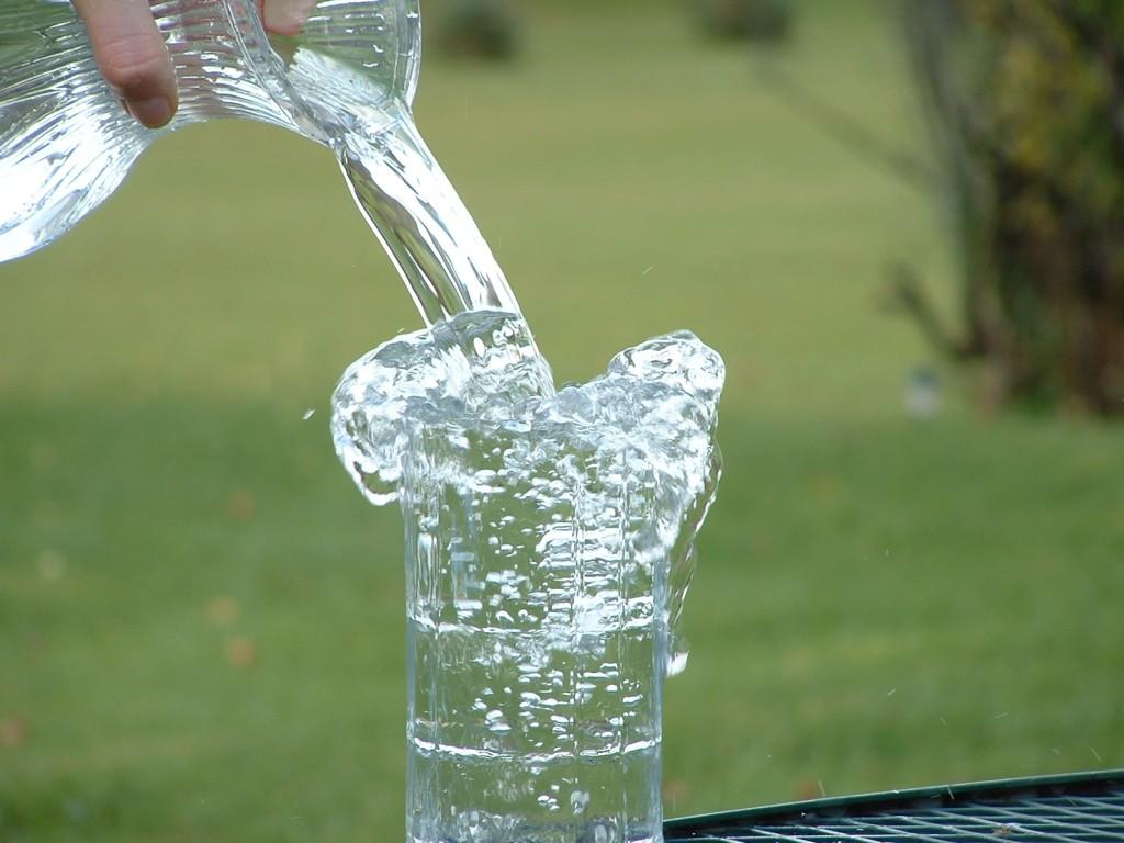 beber-agua-gelada-emagrece-15
