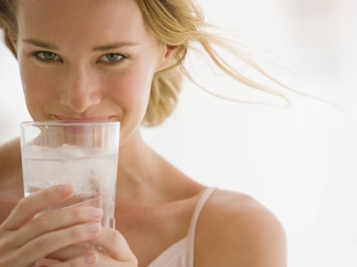 beber-agua-gelada-emagrece-3