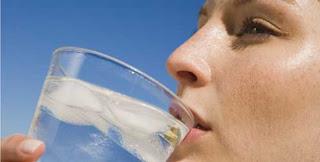 beber-agua-gelada-emagrece-5