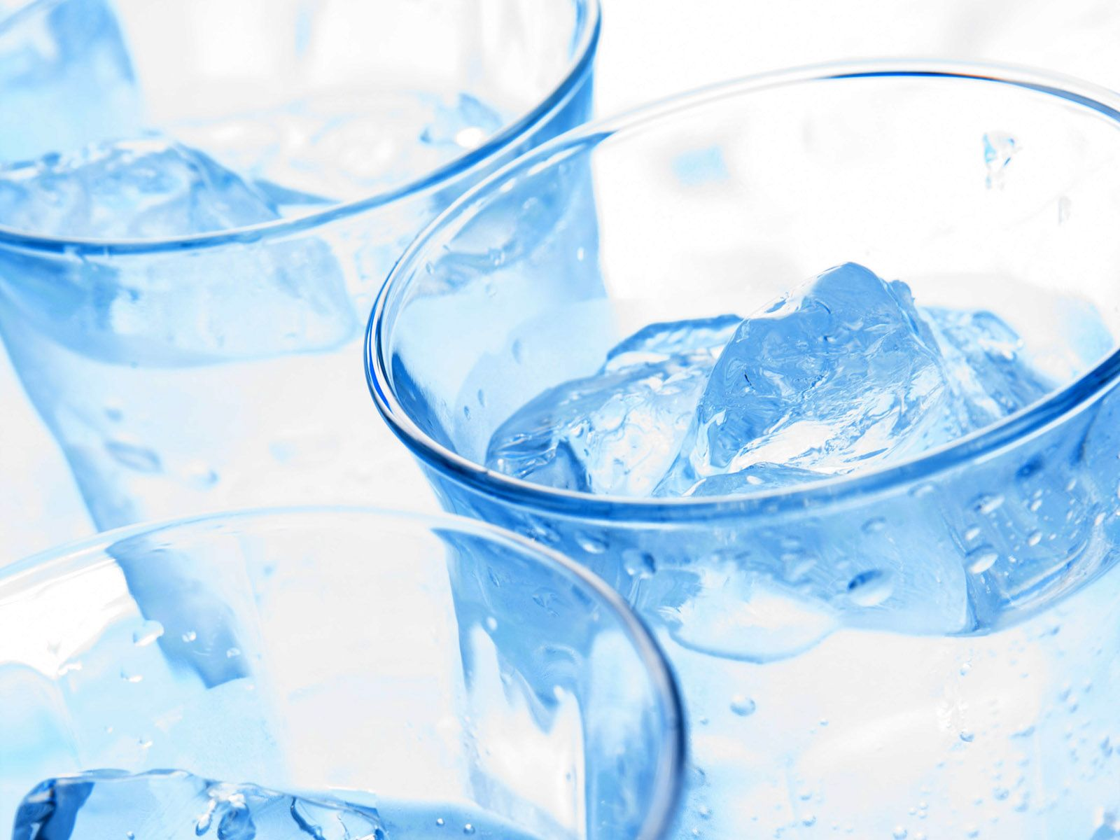 beber-agua-gelada-emagrece-8