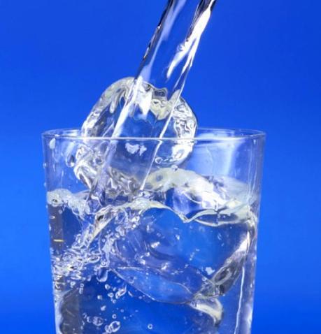 beber-agua-gelada-emagrece-9