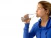 beber-agua-gelada-emagrece-10
