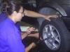 dicas-mulher-trocar-pneu-4